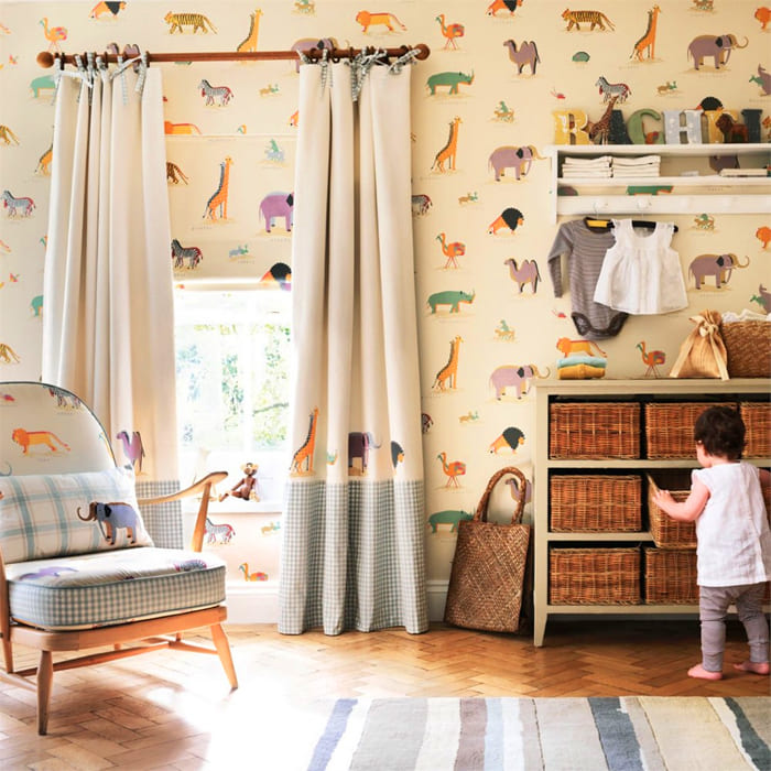 Шторы в детской комнате могут иметь петли в виде узлов. Для таких моделей лучше использовать ткань, которая случайным образом не распустится