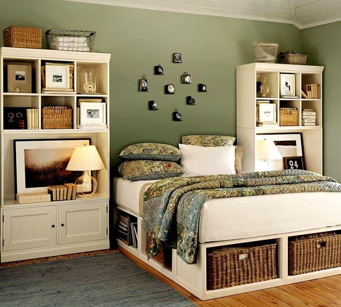 Хранить вещи можно в спальне, под кроватью