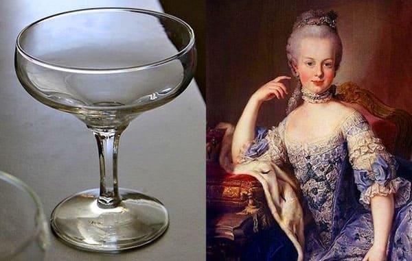 Напоминает грудь французской королевы Марии Антунеатты