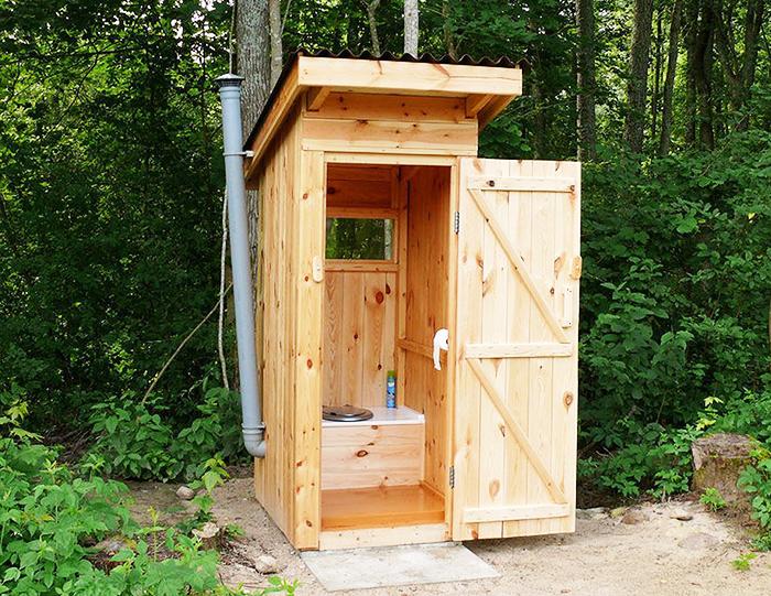 Для дачного туалета целесообразно устанавливать вытяжную систему