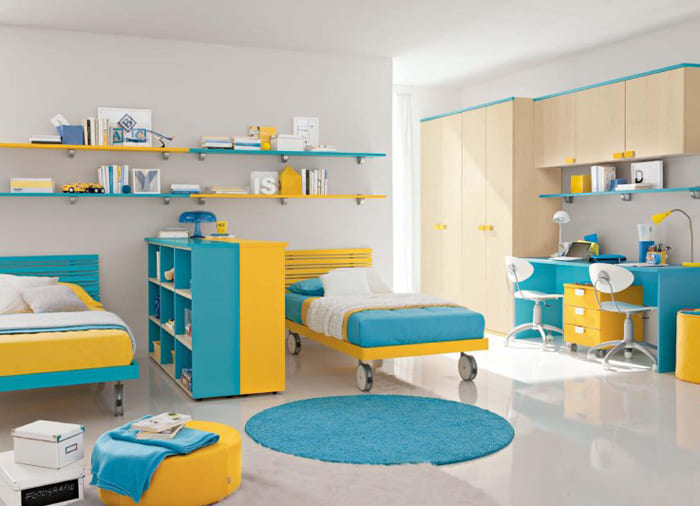 Зона спальни отделяется от учебного уголка, дети приучаются к ответственному отношению к занятиям
