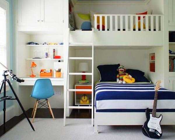 Удобная детская комната для двух мальчиков разного возраста