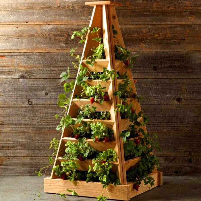 Грядка-пирамида из деревянных досок