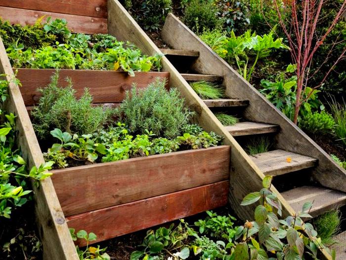 Каркасные высокие модели подойдут больше для ухода за декоративными растениями