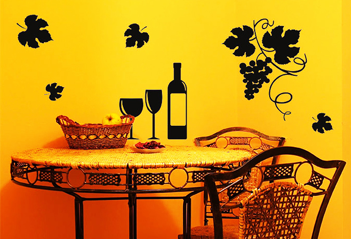 За таким столиком не грех провести приятный вечер после тяжёлого рабочего дня
