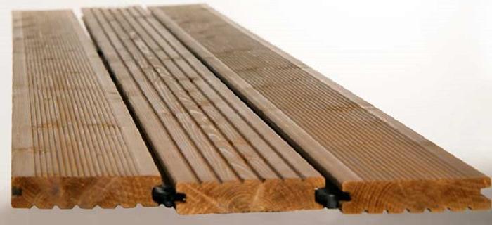 Декинг из массива древесины, в разрезе хорошо видны годовые кольца