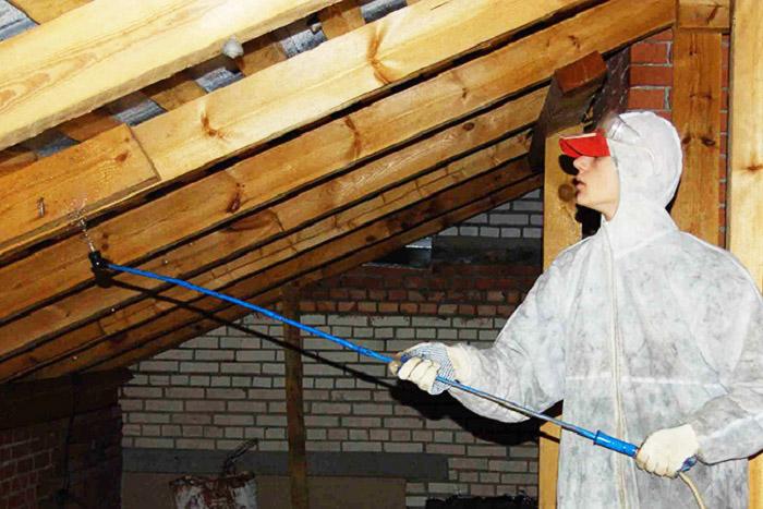 Деревянные конструкции помещений с изменяемым температурно-влажностным режимом особо нуждаются в антисептической обработке