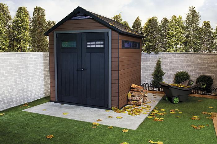 Туалет с собственным фундаментом рядом высоким забором можно установить только в том случае, если участок ограничен площадью