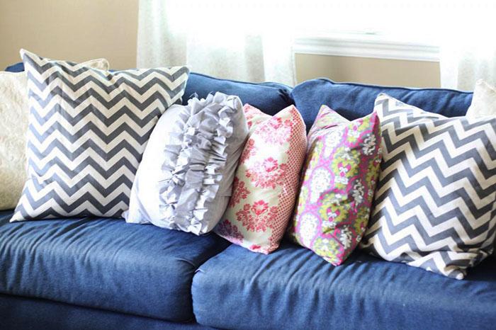 Синтепоновые подушки имеют пышную форму и упругую структуру