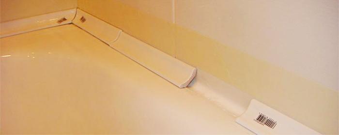 Короткий плинтус не стоит использовать на длинной стороне ванной