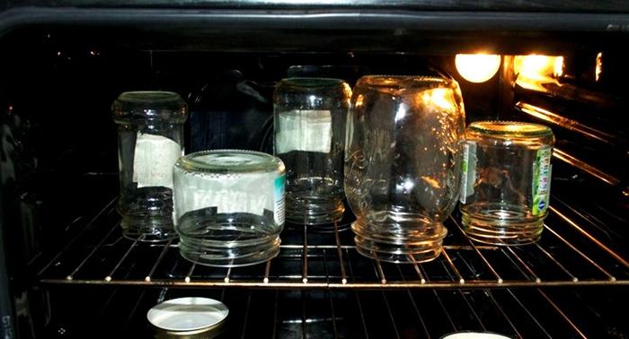 Ёмкости не должны соприкасаться друг с другом, так как при нагреве стекло может дать трещину