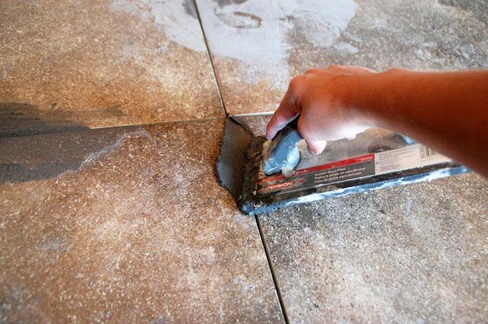 При заделке широких швов в цементное вяжущее допускается добавление промытого и просеянного песка
