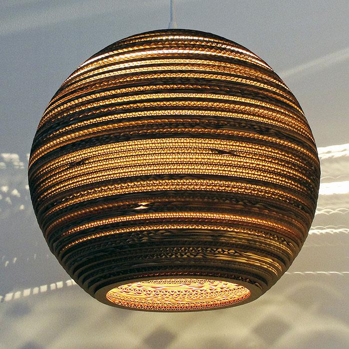 Радужная модель бескаркасного абажура из тонкой ткани