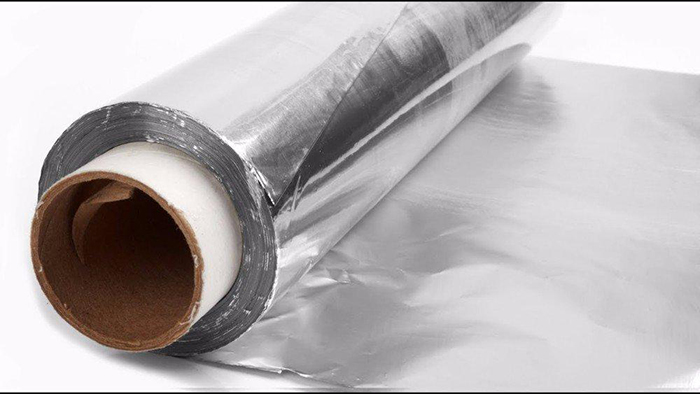 Остатки фольгированного полотна можно использовать в местах, где повреждена теплоизоляция