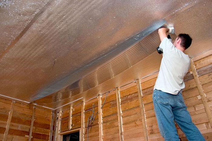 Для потолков лучше использовать суперпрочную фольгированную материю