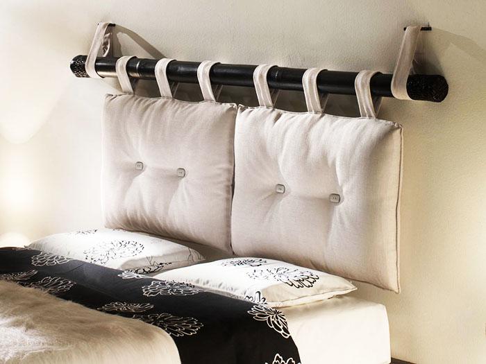 Плюс такого изголовья в том, что чехлы на подушках легко стирать. Если же расцветка надоела – просто поменяйте её на другую