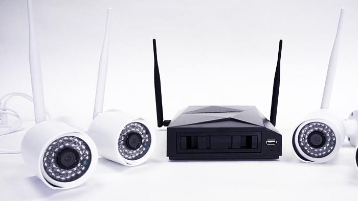 Для видеонаблюдения подойдёт практически любой wi-fi-роутер, но желательно приобретать готовые комплекты совместимого оборудования