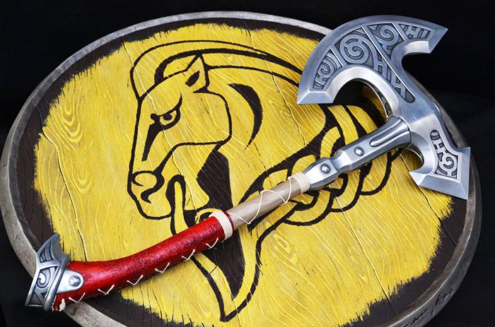 Альтернативой обычному мечу может стать массивный на вид, но лёгкий молот викинга