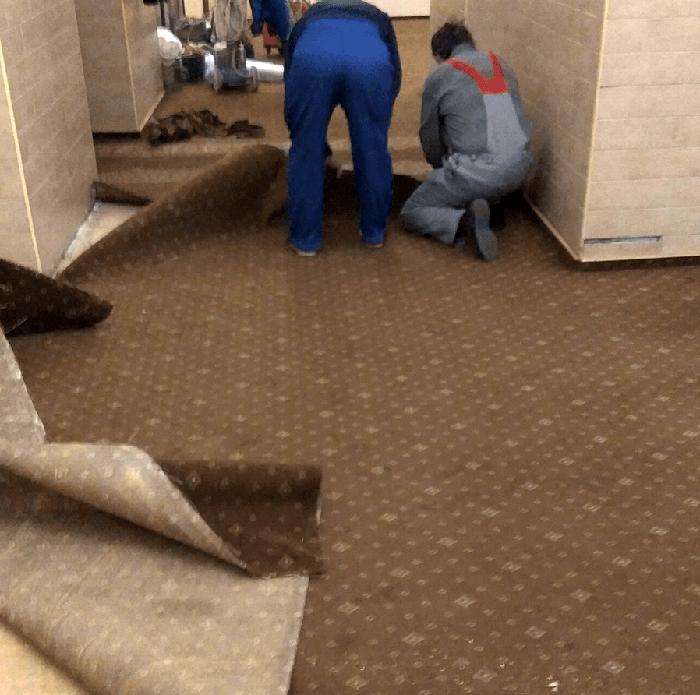 Демонтаж ковролина