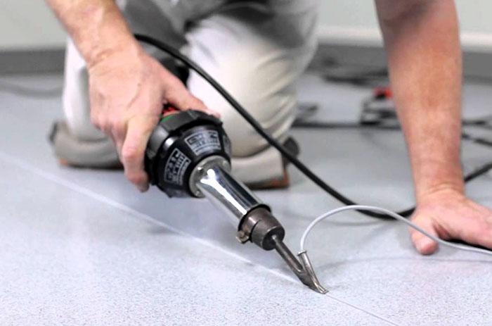 Специальный фен для сваривания рулонных полимерных материалов
