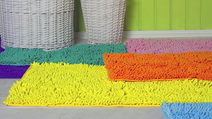 Яркие сочные расцветки повышают настроение, можно сказать, они даже «согревают» ванную