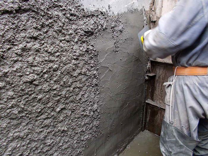 Допускается выравнивать цементно-песчаную смесь с помощью шпателя