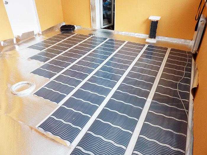 В домах, где грунт рядом, стараются делать многослойную бетонную стяжку