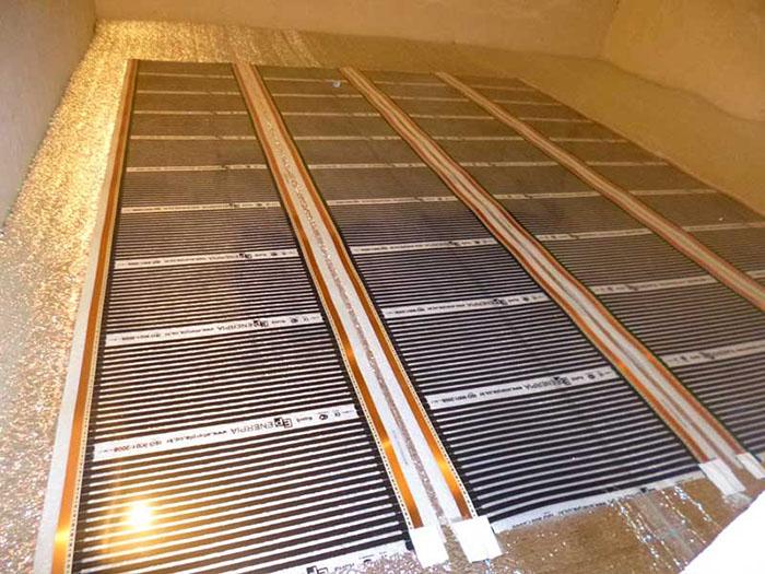 Инфракрасный ковёр часто не стелют под всё покрытие, так как он отличается хорошей теплоотдачей