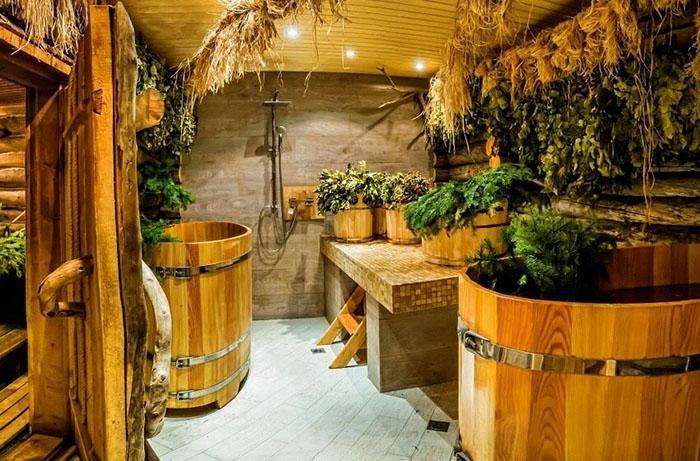 В русской бане часто используются натуральные ароматизаторы, поэтому для них необходимо предусмотреть ниши