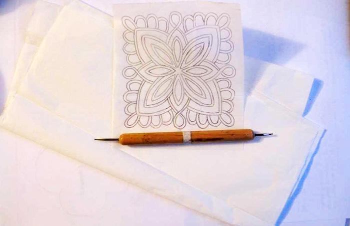 Чтобы рисунок перенёсся как можно четче вместо карандаша можно использовать дотс
