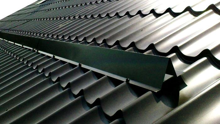 Любые виды снегоудерживающих устройств предназначены не только для скатов домов, но и для гаражных крыш