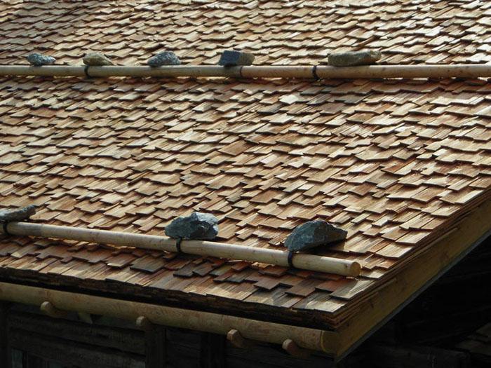 Такой вариант подойдёт для хорошо укреплённых крыш