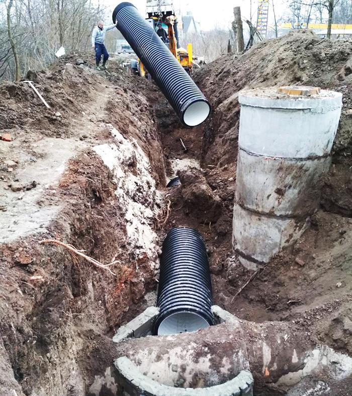 Укладка трубы безнапорной самотёчной канализации