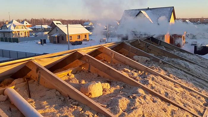 Использование опилок для утепления крыши при ремонте покрытия