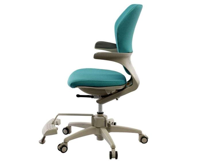 Ортопедические стулья с узкими подлокотниками больше подойдут подросткам