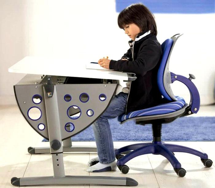 Спинка может регулироваться с помощью нажимного вентиля сзади или под сидением