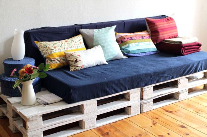 Спальное место и диван «2 в 1» отлично подойдут для однокомнатных квартир, в которых наблюдается серьёзный дефицит свободного пространства