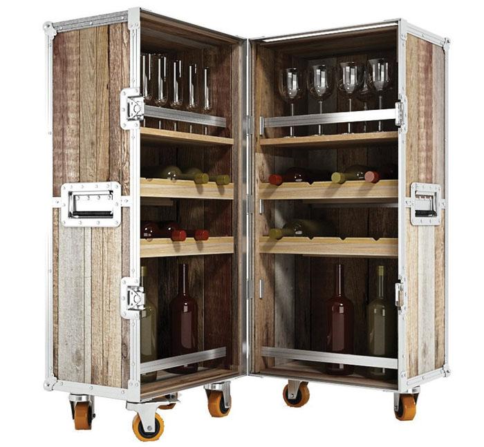 Бар из деревянного чемодана на колёсах с алюминиевыми молдингами