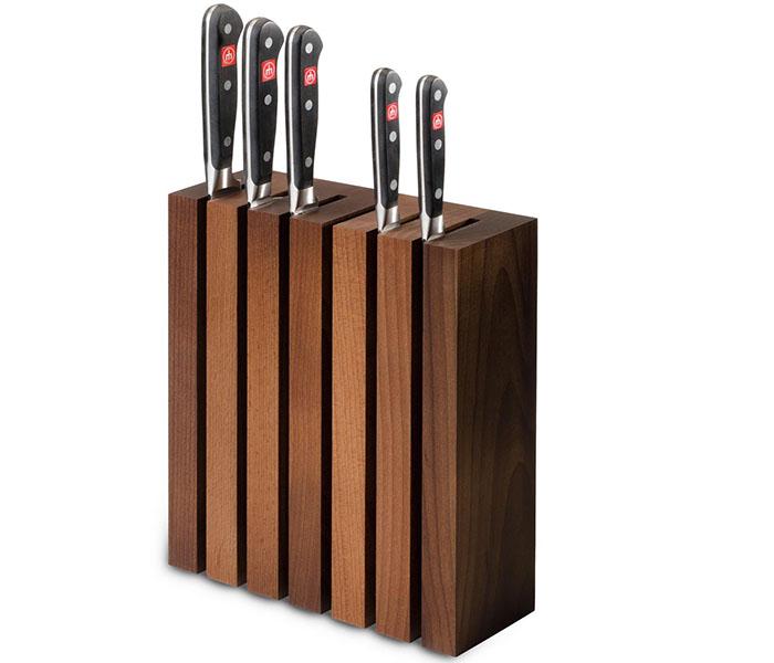 Стильная высокая конструкция для столовых разделочных ножиков