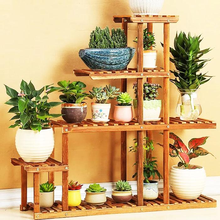 Модель для установки на полу с решётчатыми подставками не накапливает пыль, обеспечивает растения хороший доступ кислорода