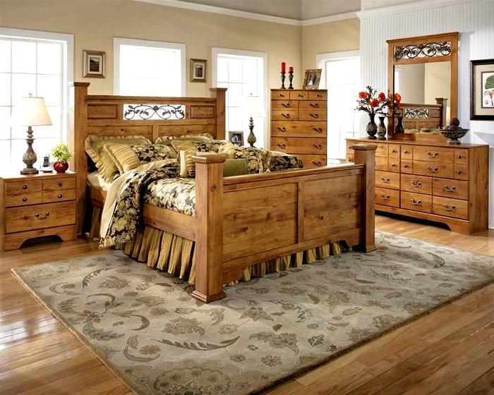 Обилие дерева не вредит, это традиционный материал деревенского стиля
